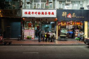 Eating in Hong Kong by kmetjurec