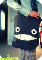 Totoro Field Bag by Poiizu