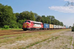 459 021 with a container train in Gyorszabadhegy by morpheus880223