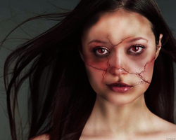 cracked face photomanipulation by hellomia