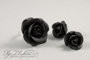 Black roses from polymer clay by polyflowers