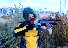 Borderlands 2 Maya Cosplay - Taking aim by sugarpoultry