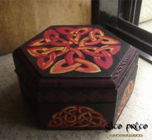 Celtic Knotwork Wooden Box by GatoPretoArtesanato
