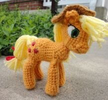 Applejack by leftandrightdolls