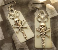 Gothic Skull Earrings by byrdldy