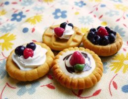 Berry tart magnets by ochamelon