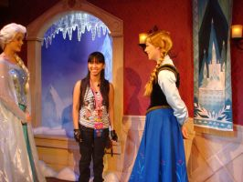 Anna likes my gloves while Elsa, she and I chat by Magic-Kristina-KW