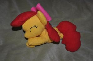 Apple Bloom beanie by Blindfaith-boo