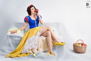 Neoclassical Snow White by Ryoko-demon