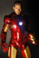 IRON MAN FIGURE HOT TOYS by JIN17094