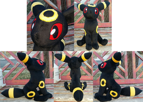 Umbreon Plushie by AlexGoneLoco