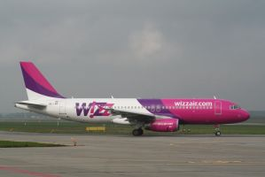 Whizz Air HA-LWE by tammyins