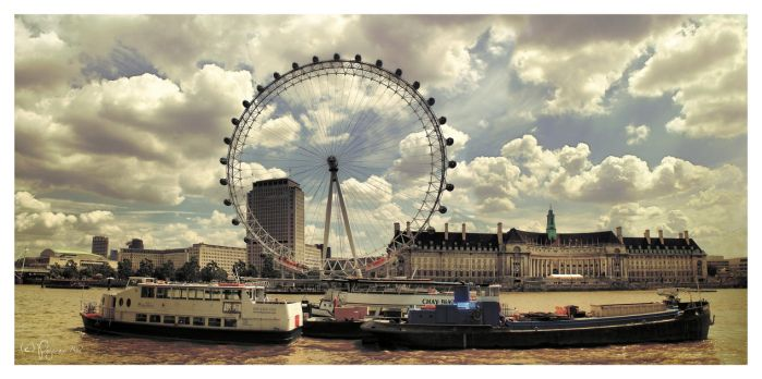 A summer day in London by Pajunen