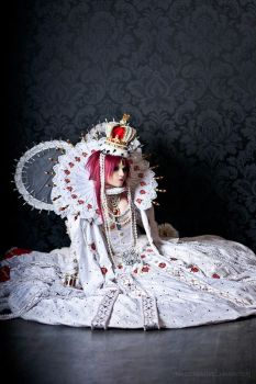 Trinity Blood: Queen by Astarohime