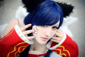 Ahri 'the nine-tailed fox' -League of Legends V by xHinchen