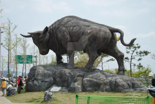 A giant bull statue in South Korea by StrawberryGumiho