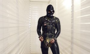 Plug and Play Rubber slave by Latexo
