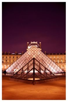 louvre at night by emohoc