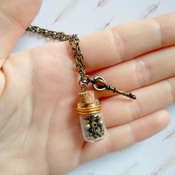 Necklace steampunk with flask and key. by Kenshart